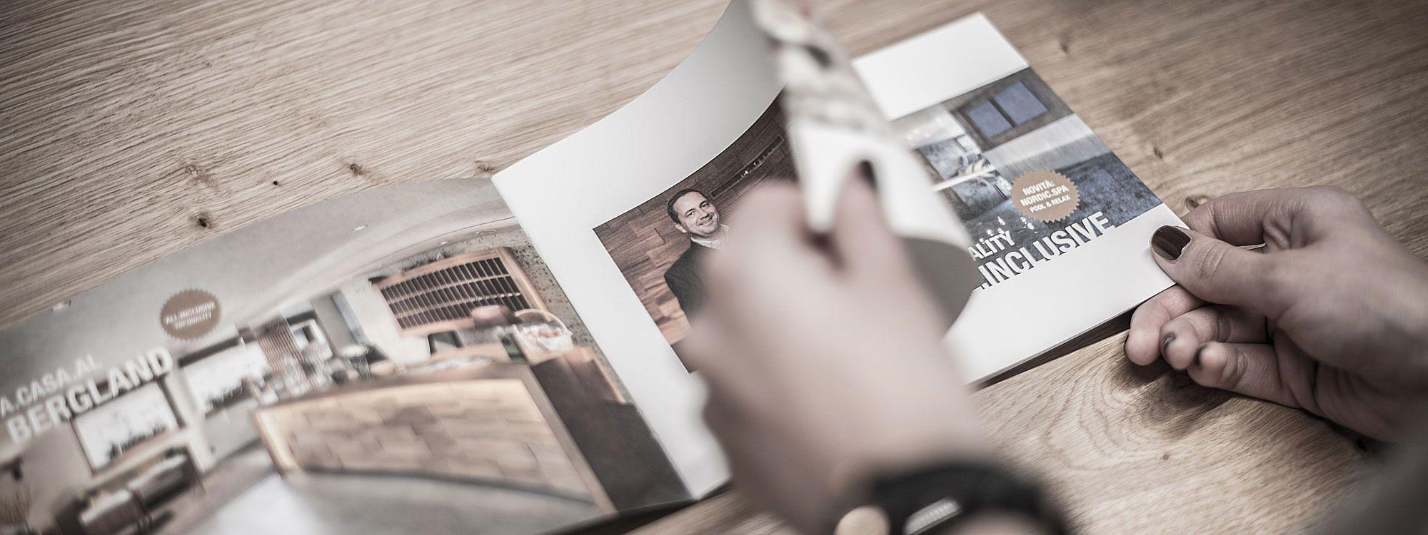 Vertrauen Sie Ihre Drucksorten dem Profi an: ProKontakt GmbH mit Sitz in Innsbruck und Hallein bei Salzburg ist die Fullservice-Agentur für den anspruchsvollen Touristiker